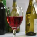 Eltörölné az alkohol minimális jövedéki adóját az EP
