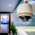 Megfigyelt munkavállalók – A munkahelyi kamerás megfigyelés jogszerűsége és adatvédelmi vonatkozásai