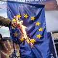 Szabad-e zászlót égetni? – Nemzeti jelkép megsértése vs. politikai véleménynyilvánítás