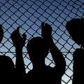 Őrzött menekültek – Szakmai vita a menekültügyi őrizet kiterjesztéséről