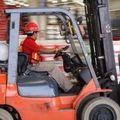 Januártól azonos védelem alá kerül a saját és a kölcsönzött foglalkoztatottak bére